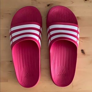 Adidas Duramo slides